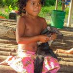 Fillette au bébé tamanoir, OrénoqueCC BY-NC Jacques BOUBY